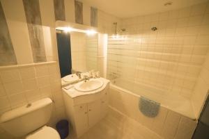 Gite Brittany large bathroom