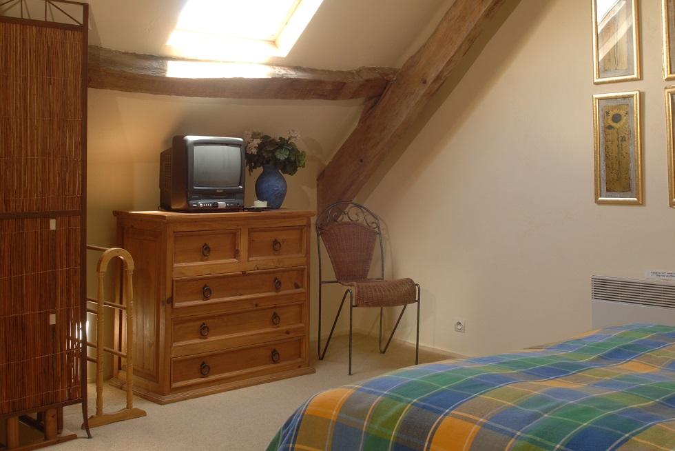 king sized bed gite in France