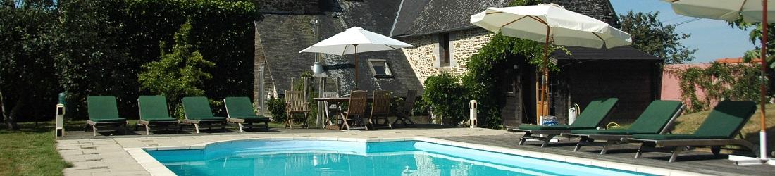 House Gite Brittany. Swimming pool. Sleeps 8