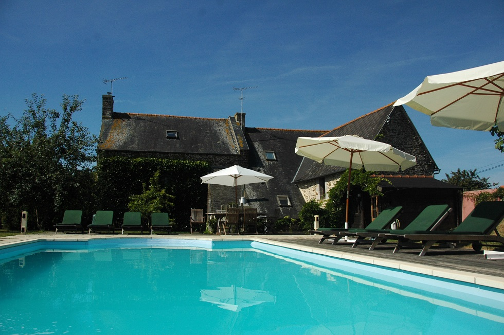 Brittany holiday gite swimming pool heated private