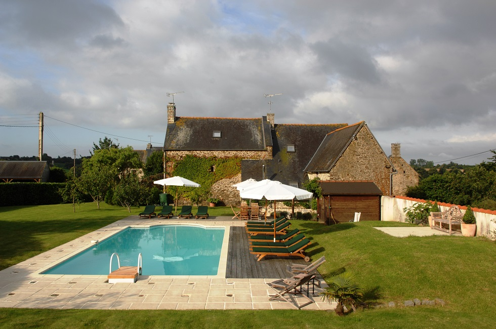 Brittany gite with swimming pool holiday cottage